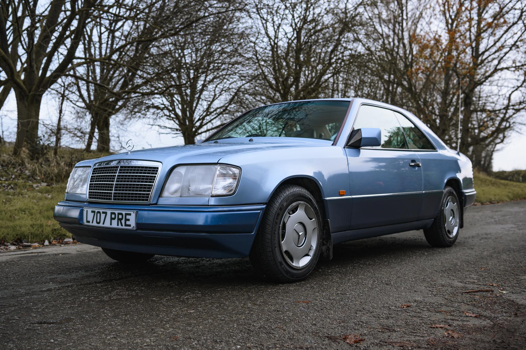 1993 Mercedes Benz W124 E220 Coupe