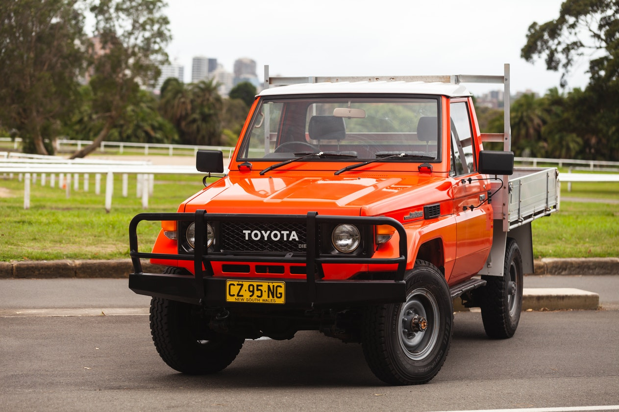 1988 TOYOTA LAND CRUISER CAB CHASSIS PICKUP - 36,486 KM
