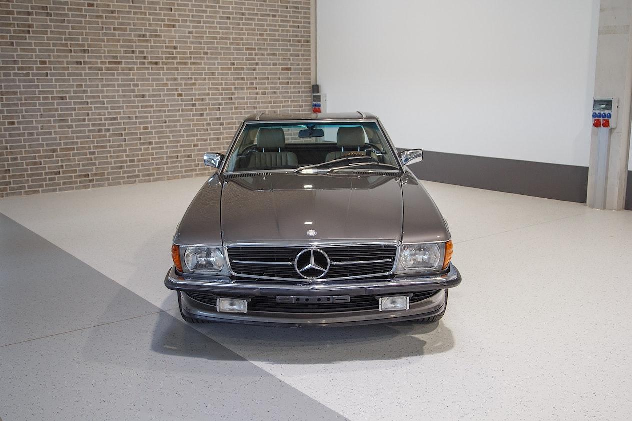 1986 MERCEDES-BENZ (R107) 300 SL