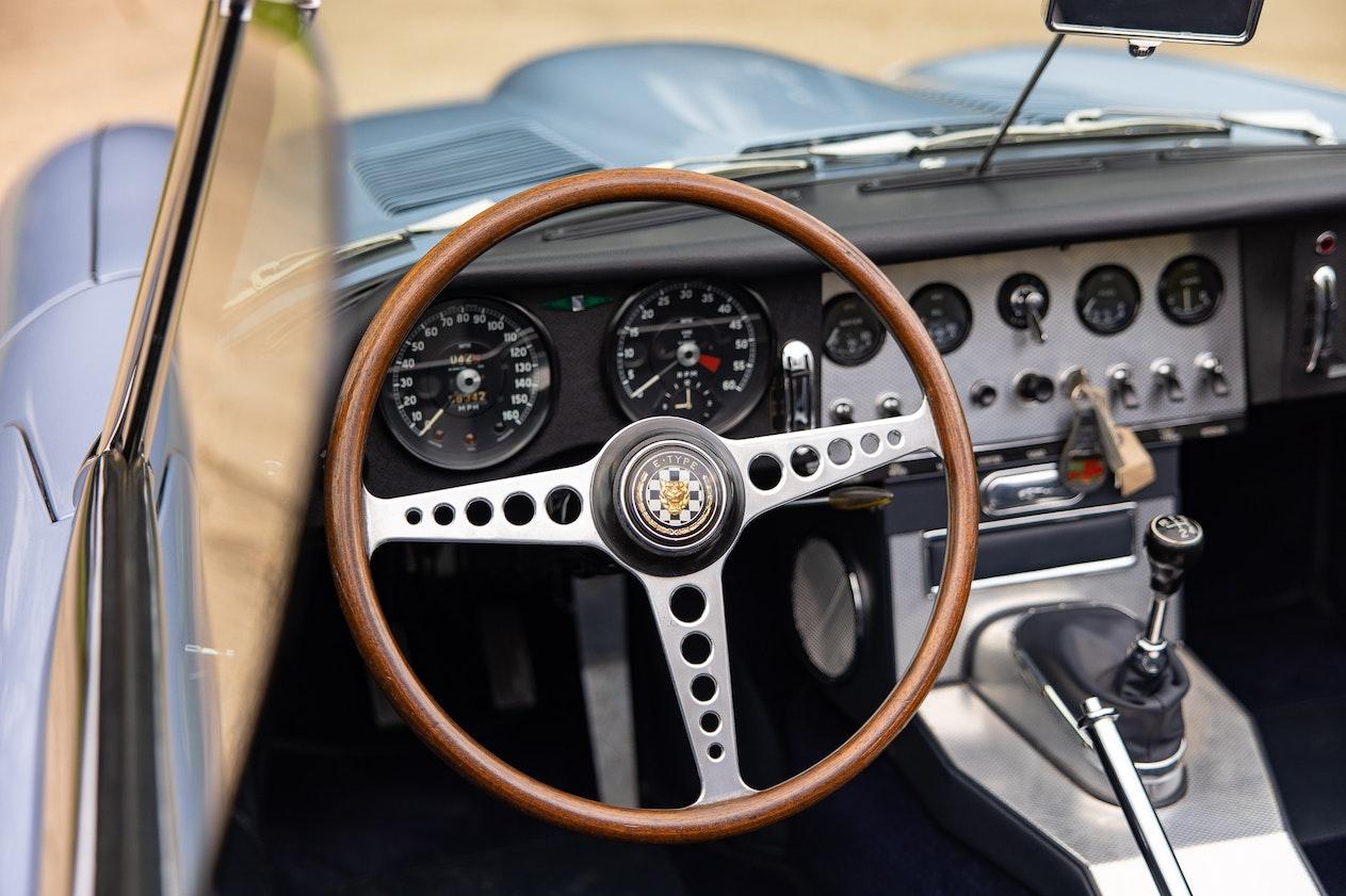 1961 JAGUAR E-TYPE SERIES 1 'FLAT FLOOR' 3.8 ROADSTER