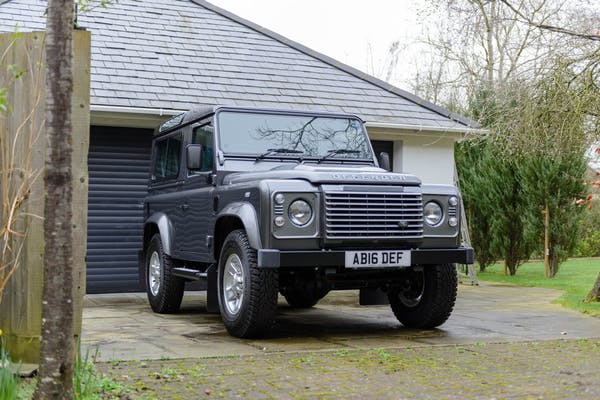 2016 LAND ROVER DEFENDER 90 XS - 300 MILES FROM NEW