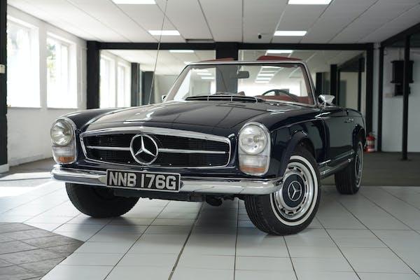 1969 MERCEDES-BENZ 280 SL PAGODA