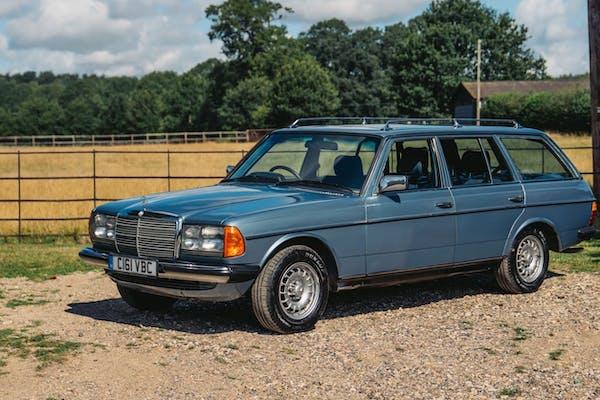 NO RESERVE: 1986 MERCEDES-BENZ 230TE (W123)