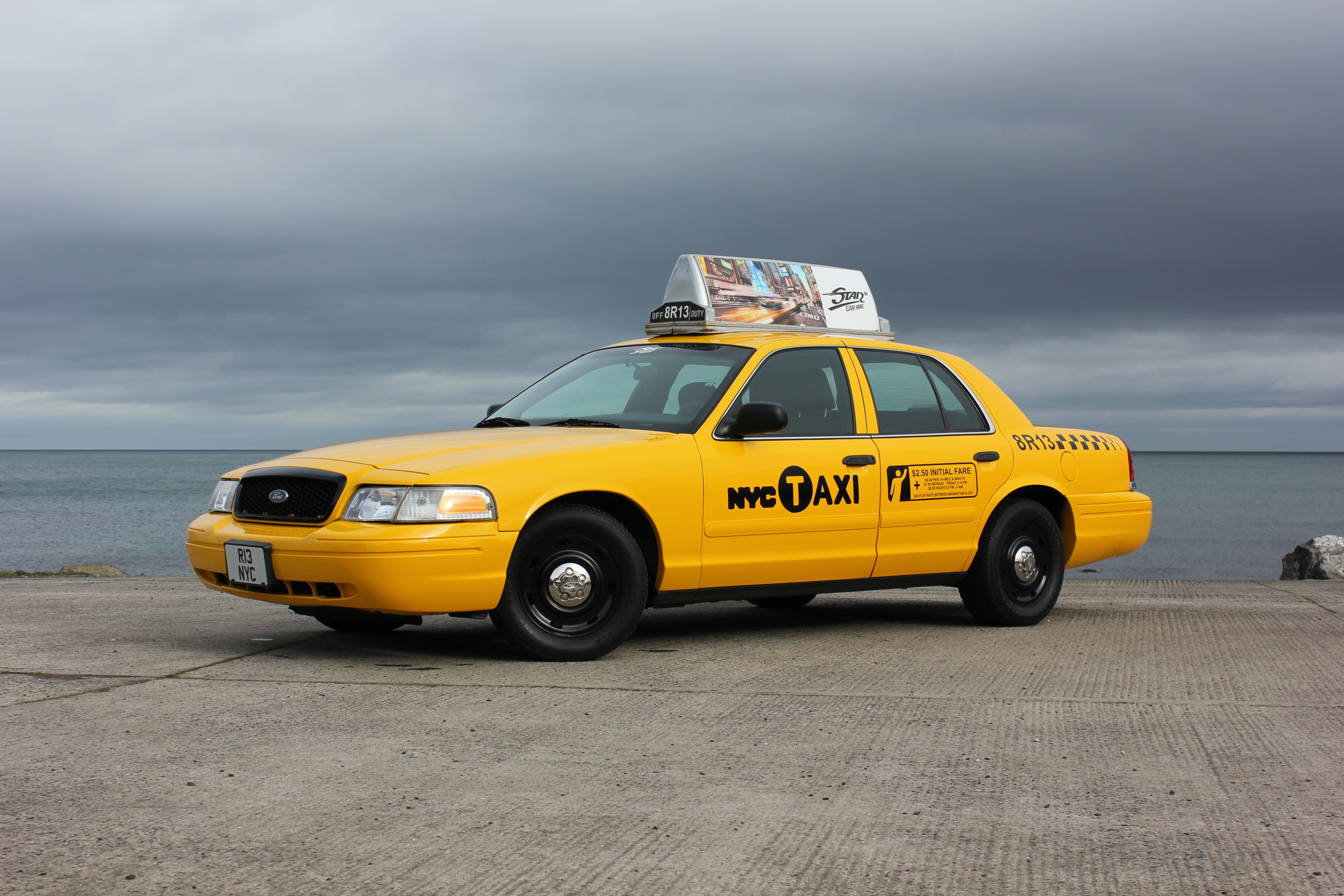 2003 FORD CROWN VICTORIA 'NYC TAXI'